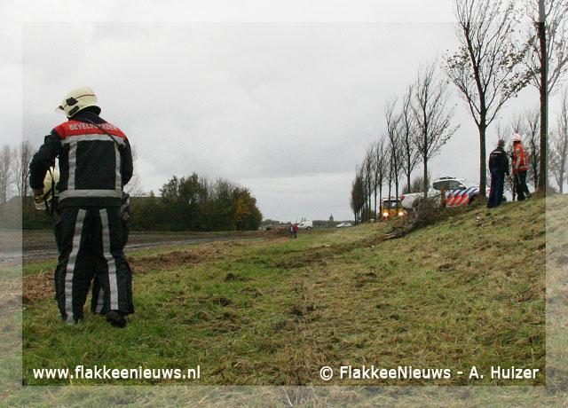 Foto behorende bij Auto van de dijk bij Dirksland