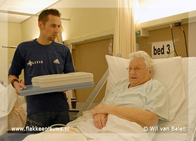 Foto behorende bij Agenten helpen het Van Weel-Bethesda ziekenhuis