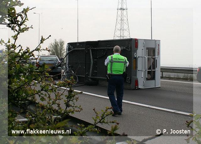 Foto behorende bij Caravan geschaard op de A29