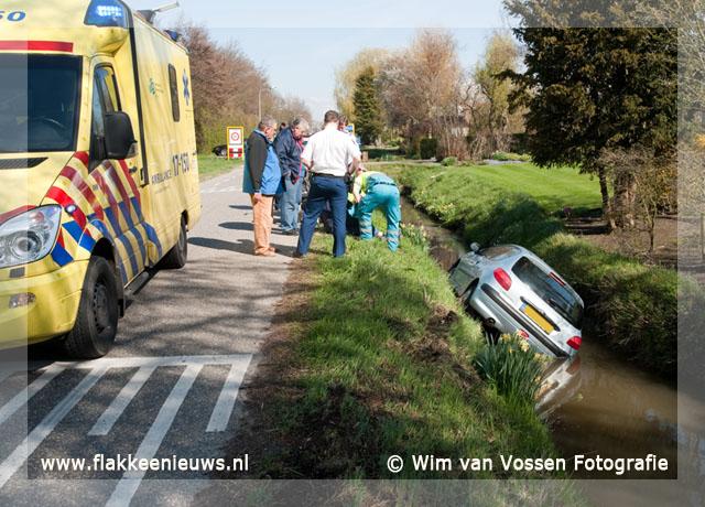 Foto behorende bij Automobilist door onbekende oorzaak in de sloot