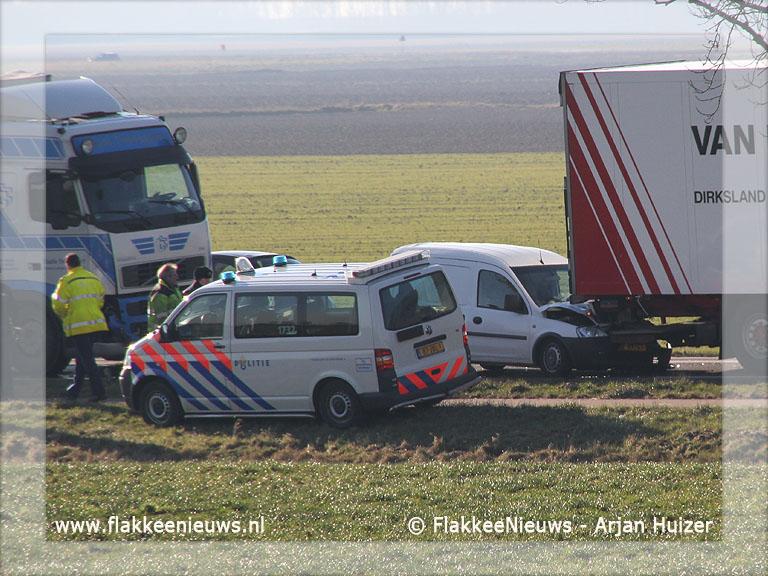 Foto behorende bij Aanrijding tussen twee vrachtwagens en bestelbusje