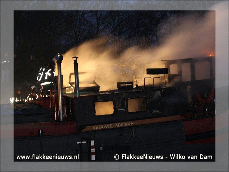 Foto behorende bij Brand op schip in havenkanaal Middelharnis