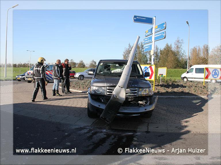 Foto behorende bij Bestuurder rijdt lantaarnpaal uit de grond