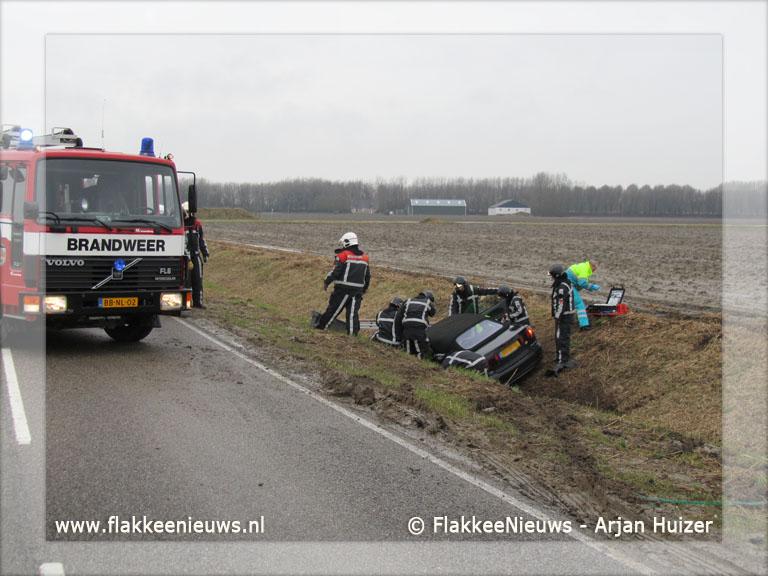 Foto behorende bij Auto in greppel bij Goedereede