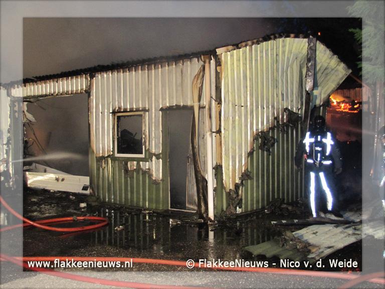 Foto behorende bij Aanhanger en schuur in brand