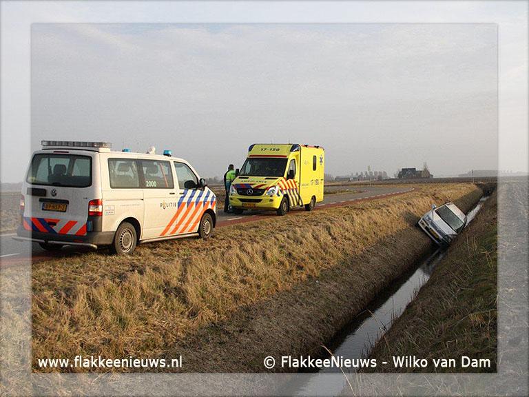 Foto behorende bij Auto van de weg, in de sloot