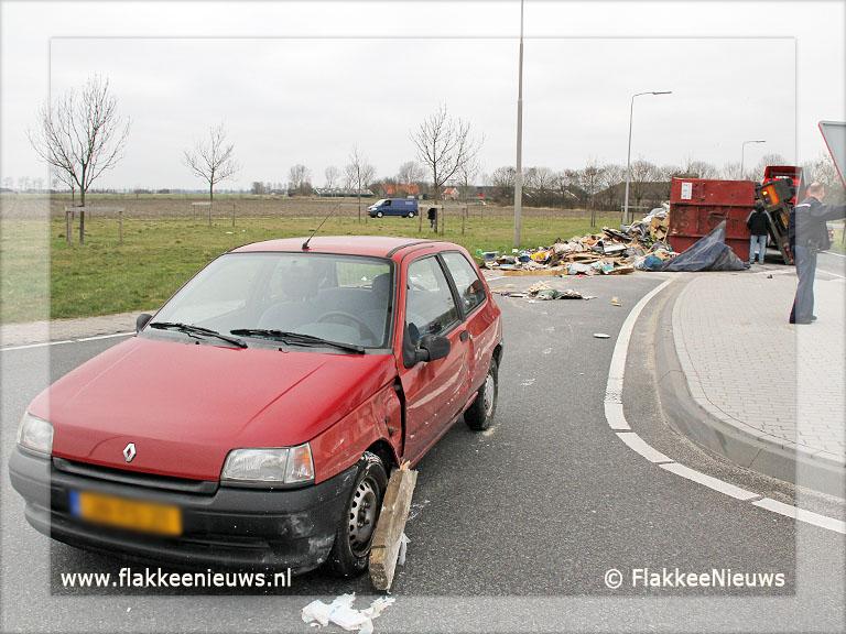 Foto behorende bij Vrachtwagen met puin geschaard bij Oude-Tonge