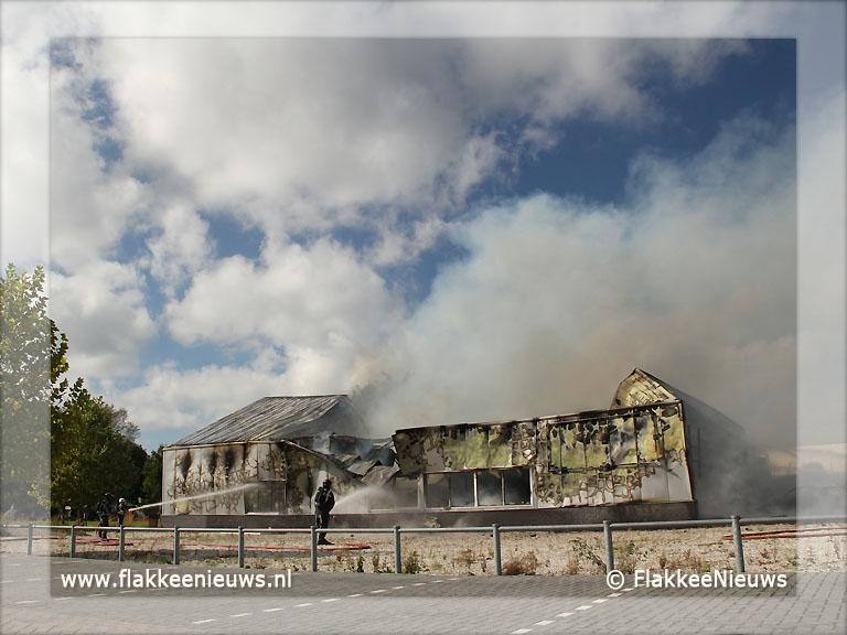 Foto behorende bij Bedrijfspand uitgebrand in Oude-Tonge