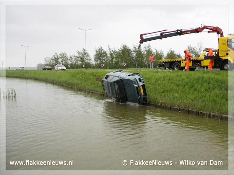 Foto behorende bij Auto te water bij Zuidelijke Randweg Middelharnis