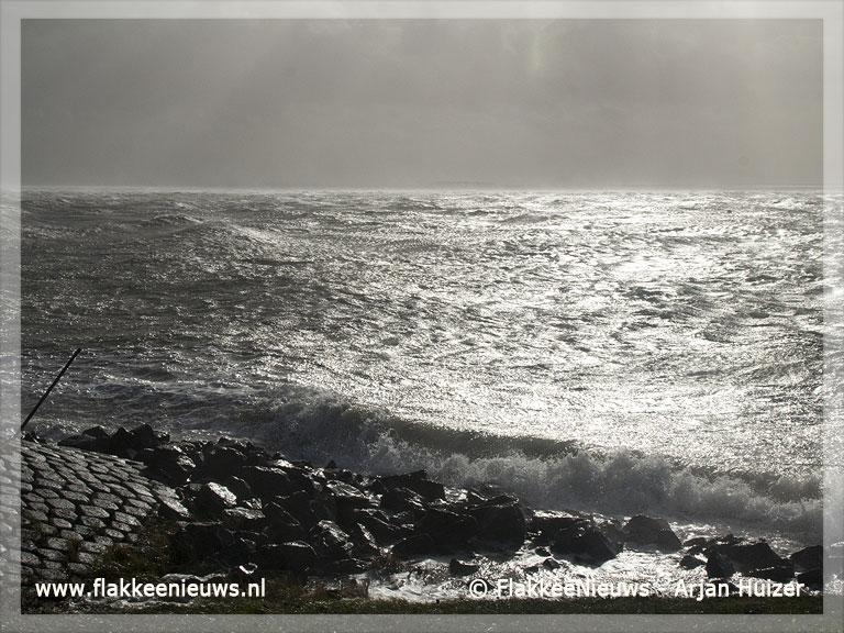 Foto behorende bij Storm raast over het eiland