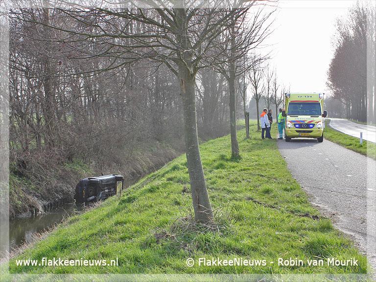 Foto behorende bij Auto in de sloot bij Dirksland