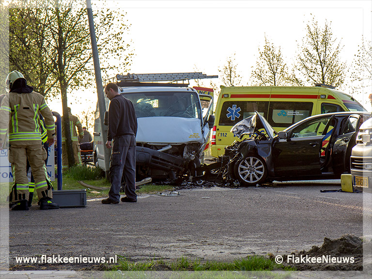 Foto behorende bij Frontale botsing op Korteweegje Dirksland