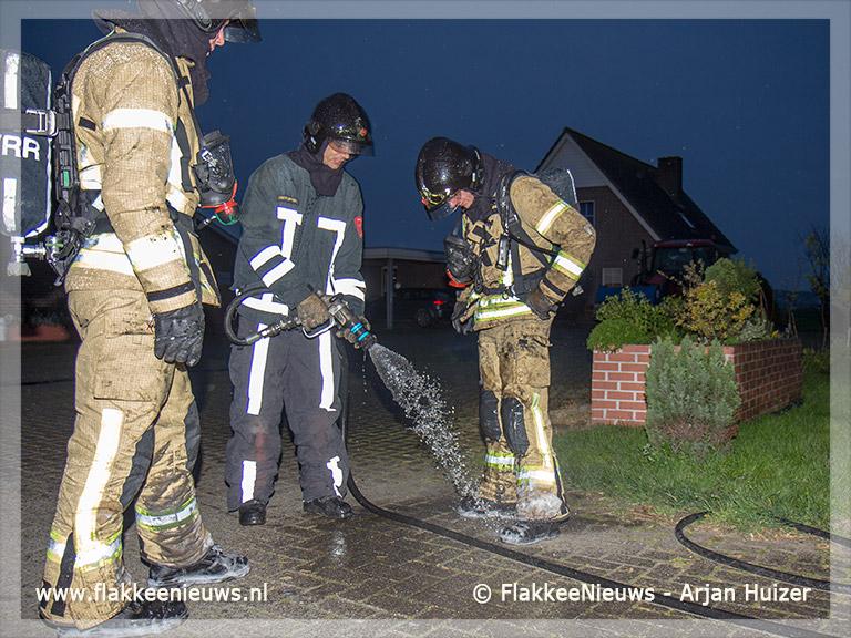Foto behorende bij Tractor in brand bij Achthuizen