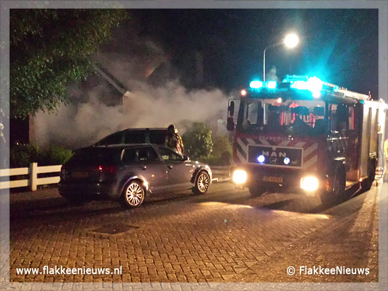 Foto behorende bij Auto in brand op oprit woonhuis