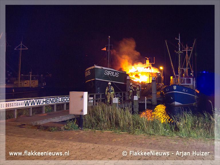 Foto behorende bij Scheepsbrand in Stellendamse haven