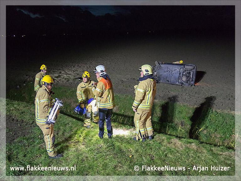 Foto behorende bij Auto over de kop bij Dirksland