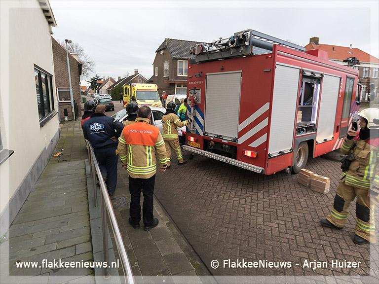 Foto behorende bij Auto rijdt tegen woning in Den Bommel