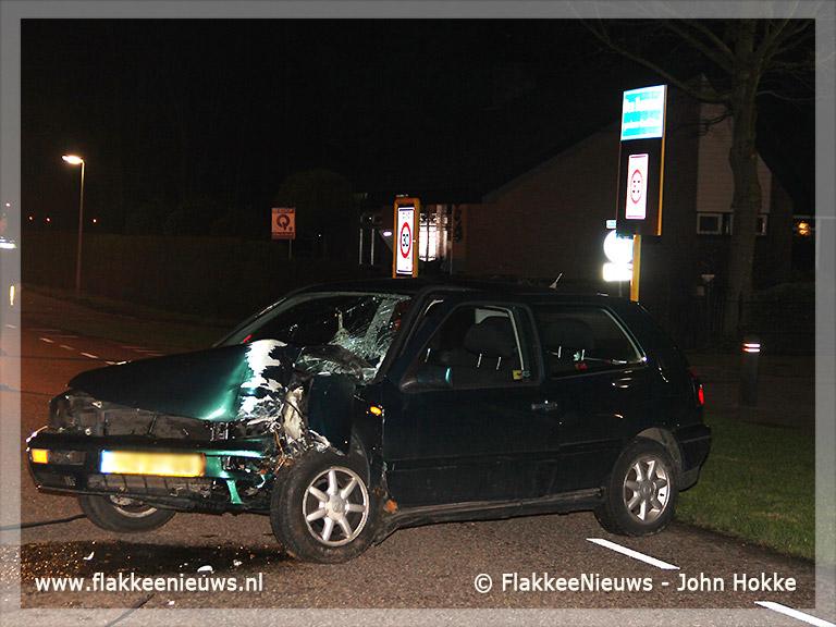 Foto behorende bij Auto tegen boom bij Den Bommel
