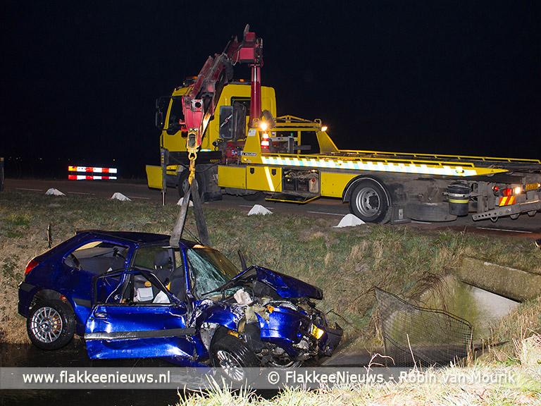 Foto behorende bij Gewonden bij auto te water polder Dirksland
