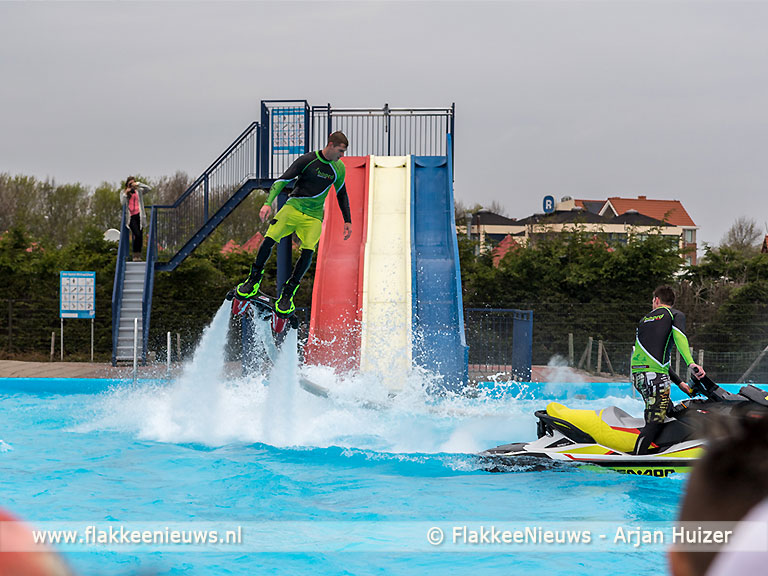 Foto behorende bij Buitenzwembad in Stellendam vliegend geopend