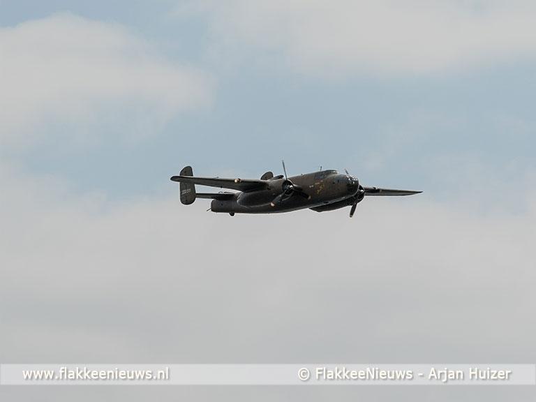 Foto behorende bij Flypast waardige afsluiter van onthulling herdenkingspaneel