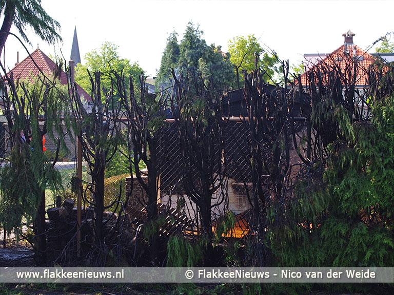 Foto behorende bij Brandende haag veroorzaakt veel rook