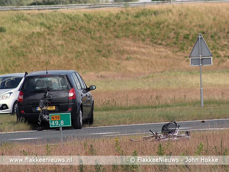Foto behorende bij Auto verliest fiets op N59