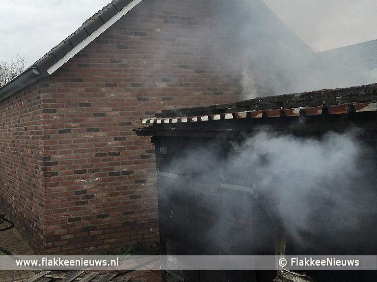Foto behorende bij Zwarte rookpluimen boven Melissant door schuurbrand