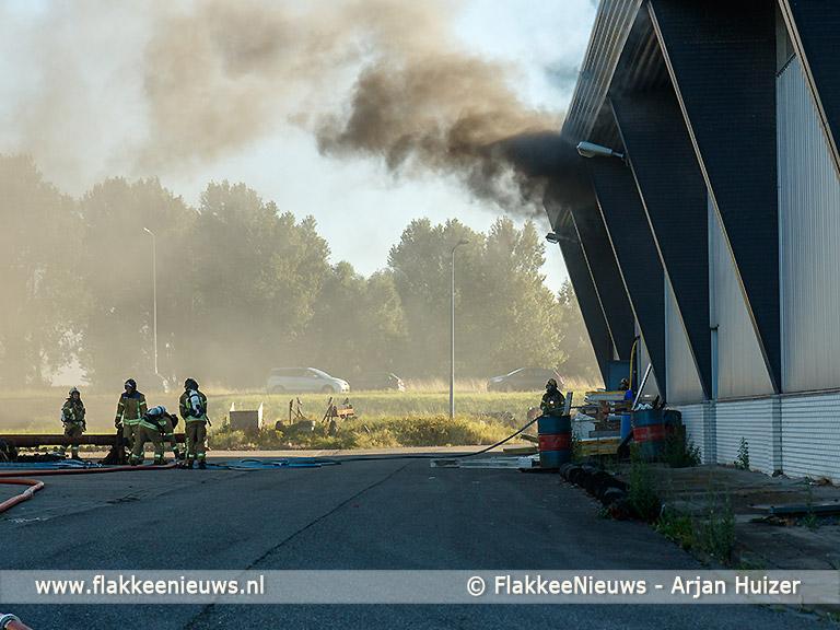 Foto behorende bij Brand in loods Buitenhaven Stellendam