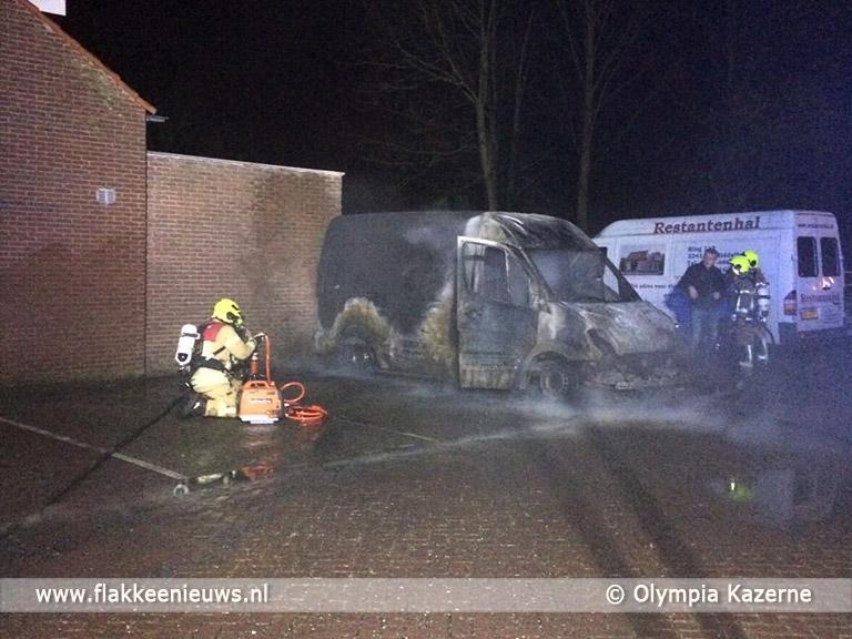 Foto behorende bij Bestelbus uitgebrand in Middelharnis