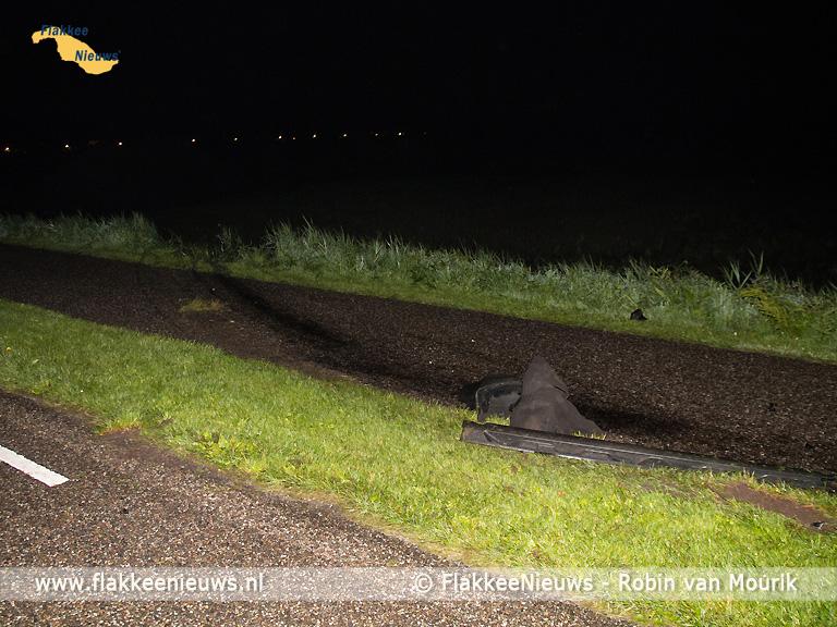 Foto behorende bij Hulpdiensten rukken uit voor auto naast de dijk