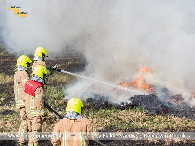 Foto behorende bij Stuk land in brand bij Achthuizen
