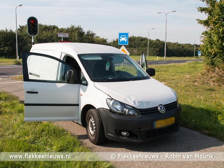 Foto behorende bij Twee auto's op elkaar bij Den Bommel