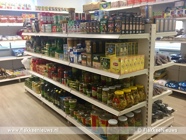 Foto behorende bij Eerste Arabische winkel van Flakkee tot laat open