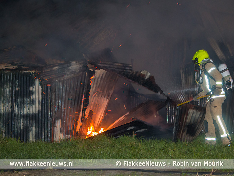 Foto behorende bij Schuur bij Sommelsdijk wederom in brand
