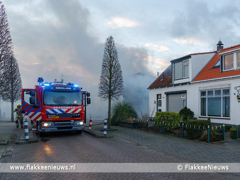Foto behorende bij Vlammen uit het dak bij schuur Dirksland