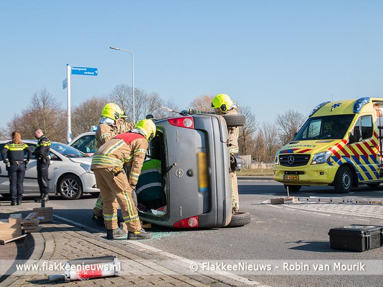 Foto behorende bij Auto op z'n kant bij ongeval Doetinchemsestraat