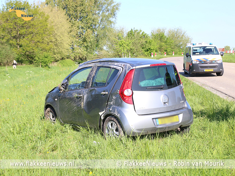 Foto behorende bij Auto over de kop bij Den Bommel