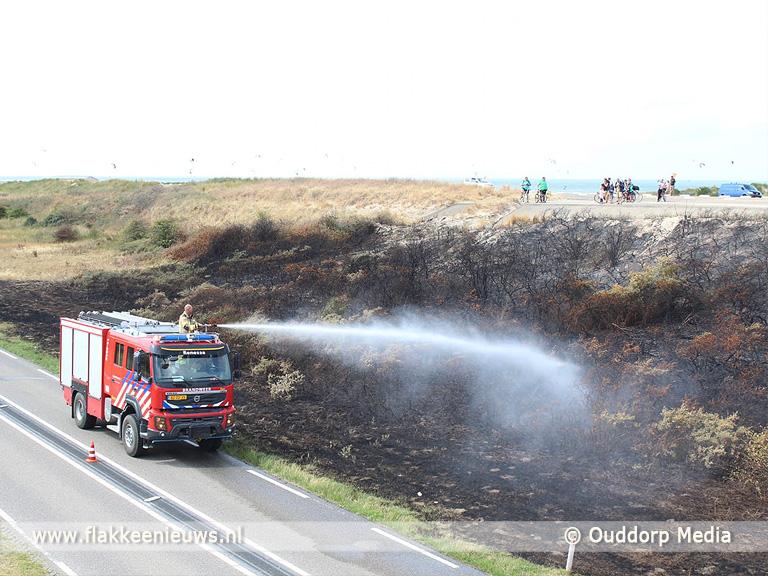 Foto behorende bij Stuk duin in brand op de Brouwersdam