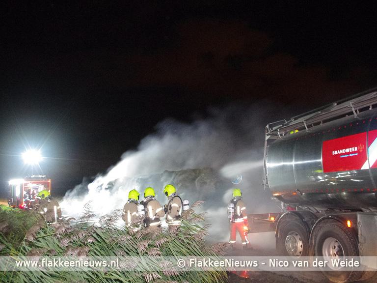 Foto behorende bij Strobalen in brand in polder Middelharnis
