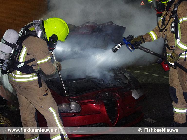 Foto behorende bij Auto uitgebrand in Sommelsdijk