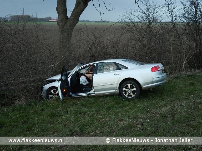 Foto behorende bij Voorbijgangers treffen gewonde bestuurder aan