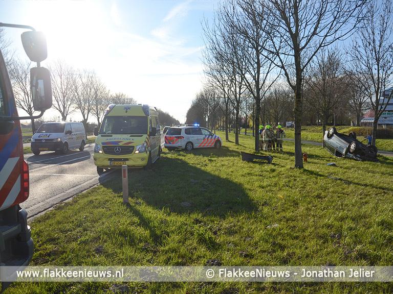 Foto behorende bij Auto over de kop bij Sommelsdijk