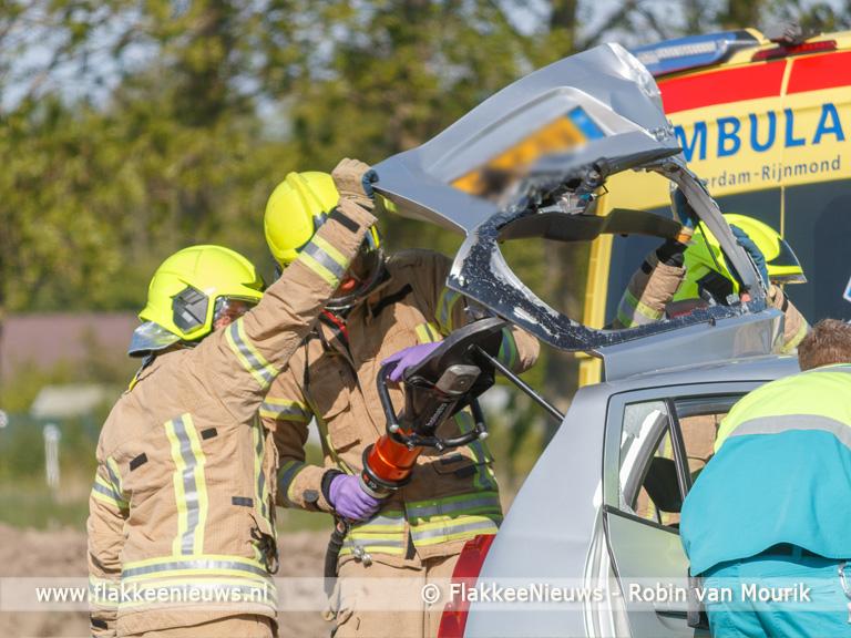 Foto behorende bij Vrouw zwaargewond bij aanrijding op Staakweg Dirksland