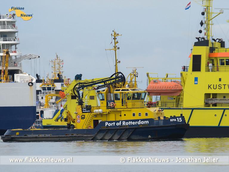 Foto behorende bij KNRM Stellendam in actie bij evacuatieoefening Maasvlakte