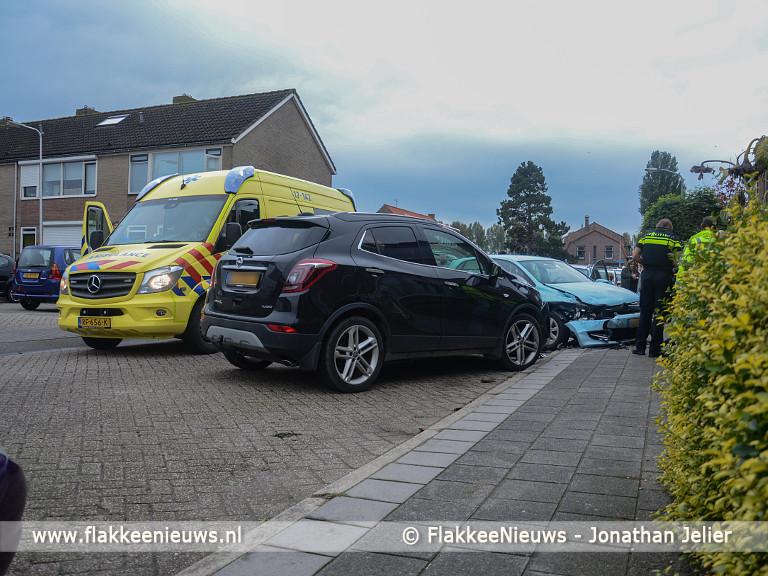 Foto behorende bij Auto raakt geparkeerde auto