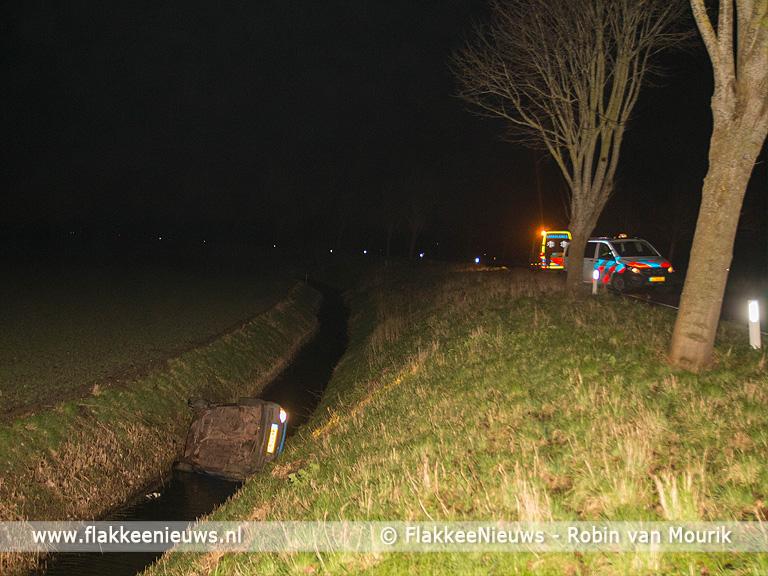 Foto behorende bij Bestuurder gewond bij ongeval Oudelandsedijk Sommelsdijk