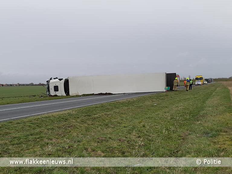 Foto behorende bij N59 afgesloten vanwege gekantelde vrachtwagen