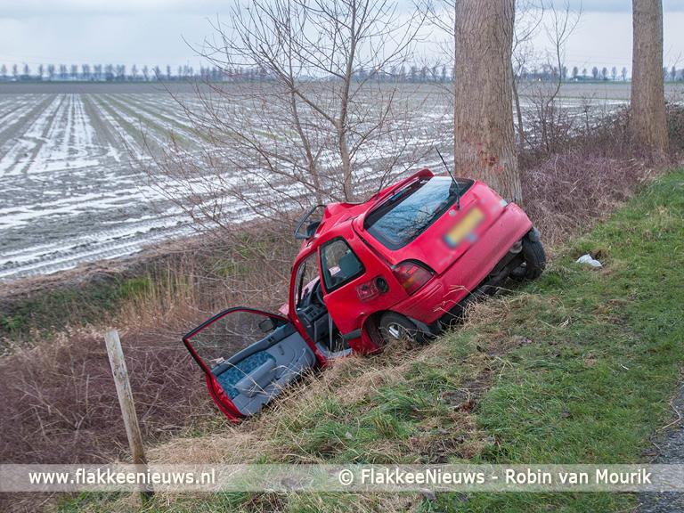Foto behorende bij Bestuurder zwaargewond bij eenzijdig ongeval