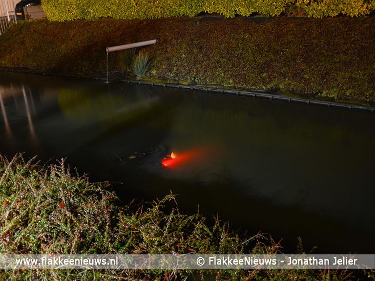 Foto behorende bij Motorrijder te water Korteweegje Dirksland